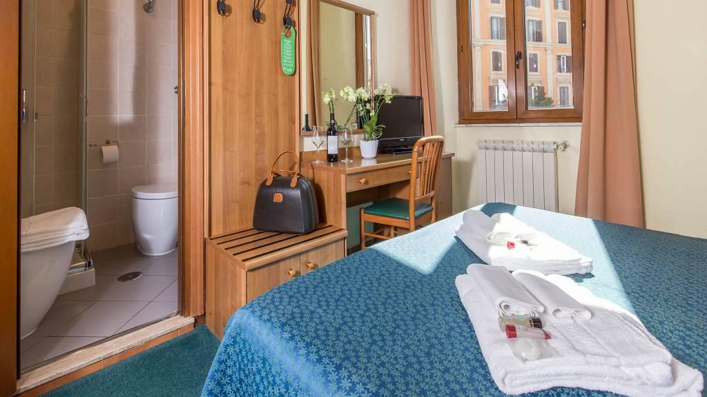 Hotel-Trastevere-Roma-Room-17-triple-superior-room-100-2