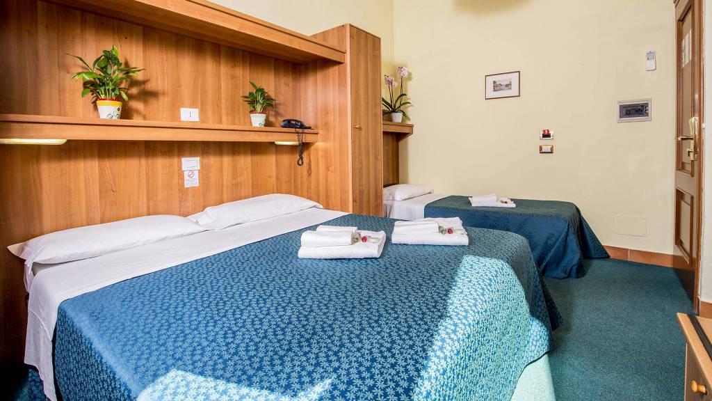 Hotel-Trastevere-Roma-Room-17-triple-superior-room-102