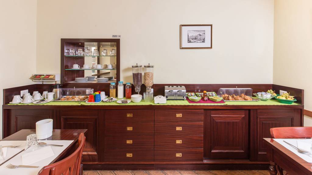 Hotel-Trastevere-Roma-Breakfast-Room-Buffet-130