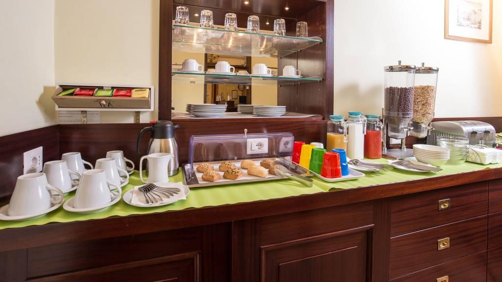 Hotel-Trastevere-Roma-Breakfast-Room-Buffet-133