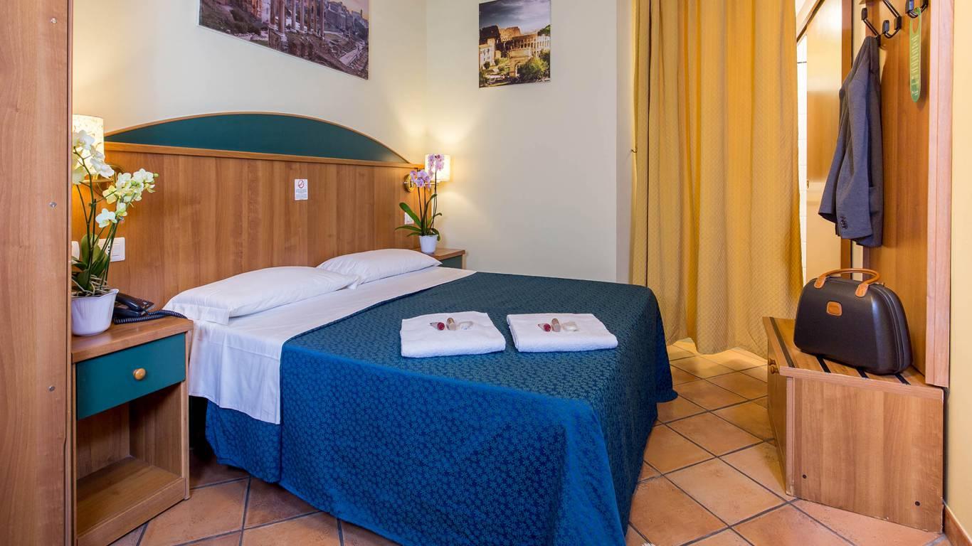 Hotel-Trastevere-Roma-Room-C1-quadruple-standard-room-018