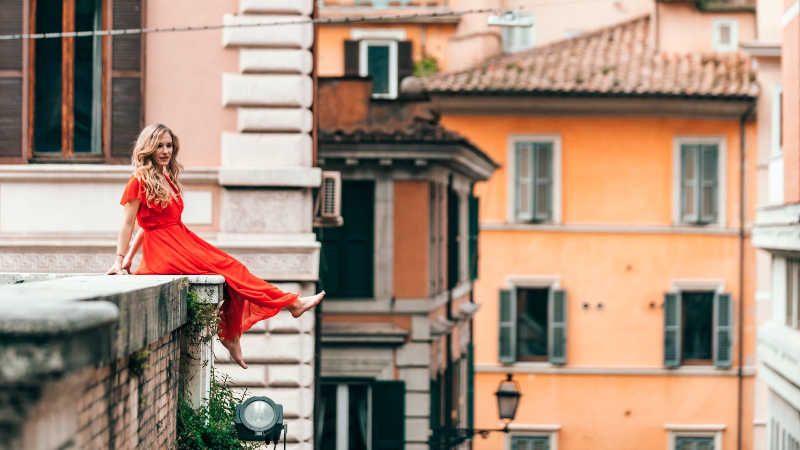 Hotel-Trastevere-Roma-Donna-In-Rosso