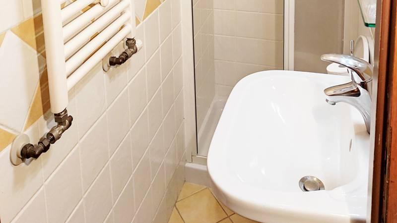Hotel-Trastevere-Roma-Room-19-Single-Room-Bathroom-1a