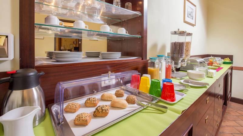 Hotel-Trastevere-Roma-Breakfast-Room-Buffet-137
