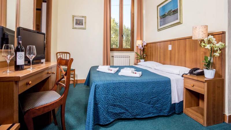 Hotel-Trastevere-Room-15-Quadruple-Superior-Room-075