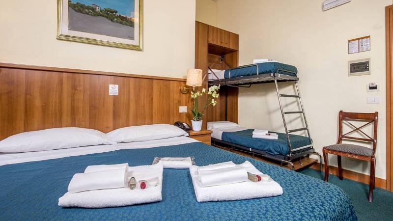Hotel-Trastevere-Room-15-Quadruple-Superior-Room-078